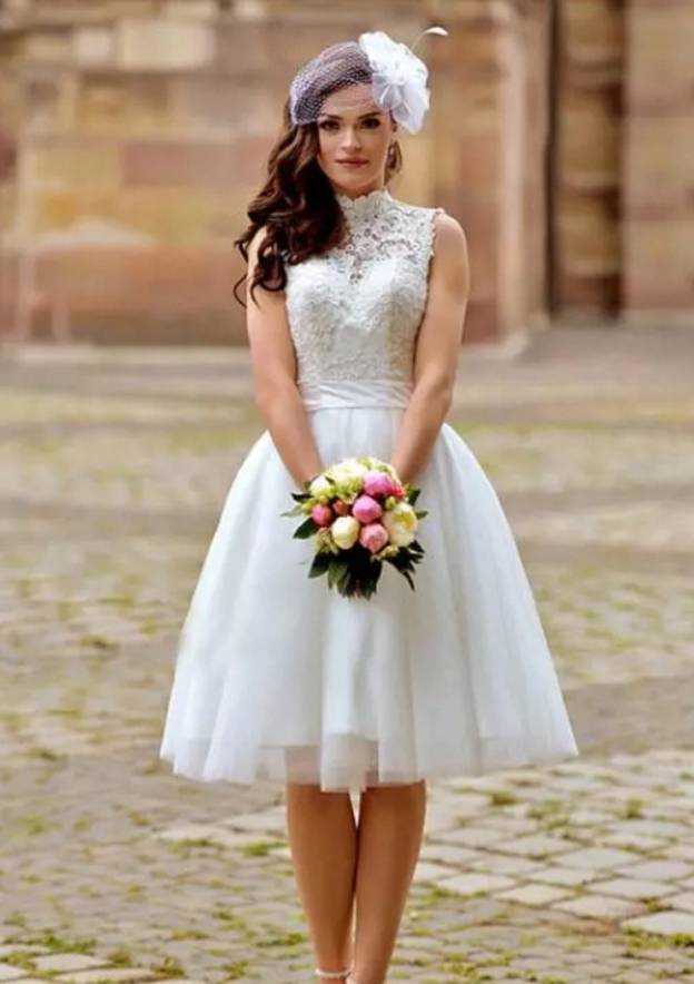 A-Line/Princess High-Neck Sleeveless Knee-Length Tulle Wedding Dress With Lace